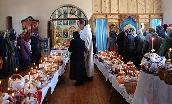 Почему Церковь освящает пасхи, куличи и яйца